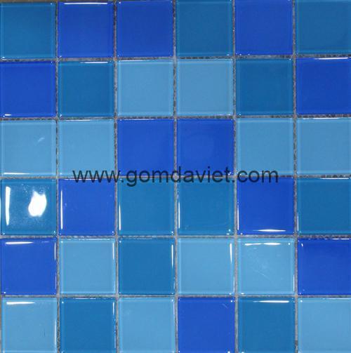 gach mosaic thuy tinh tron mau 2