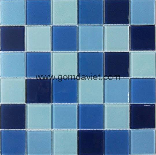 gach mosaic thuy tinh tron mau 7