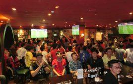 07 Quán cà phê cỗ vũ chung kết AFF 2018 tại Hà Nội sôi động cuồng nhiệt chẳng kém phần sân Mỹ Đình