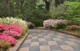 Cách chọn gạch lát sân vườn cho không gian sống thoáng mát sạch sẽ