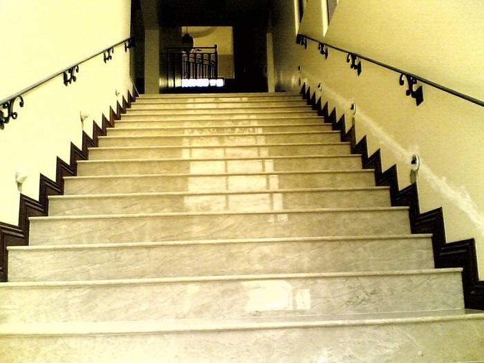Đá cẩm thạch giúp tăng tính thẩm mỹ cho cầu thang