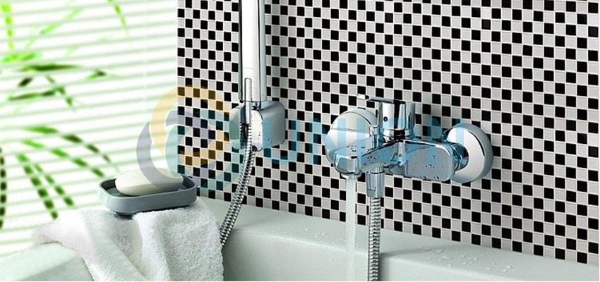 gạch kính mosaic đen trắng