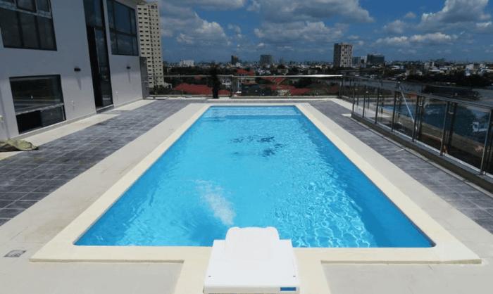 có nên xây hồ bơi trên sân thượng
