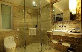 Làm Phòng Tắm Kính Giá Bao Nhiêu? [Báo giá chi tiết từ A-Z]