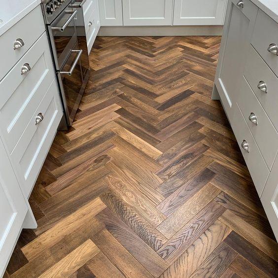 Mẫu gạch giả gỗ lý tưởng cho không gian bếp